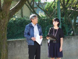 TV局のインタビューに応える千原社会奉仕委員長