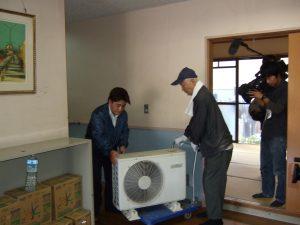エアコン機材の設置の手伝い