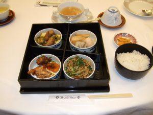 本日のランチ:お弁当(黒豚焼売、上海焼きそば他)