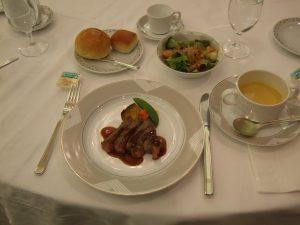 本日の食事:蕪のスープ、牛ロース肉ステーキ他