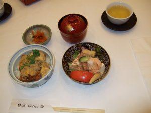 本日のランチ:阿蘇美豚のカツ丼、サラダ他