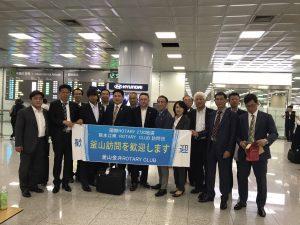 空港にて釜山金井RCの皆さんと記念撮影