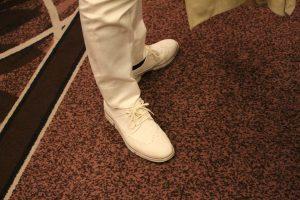 すごく目立っていた白い靴持主の方は??