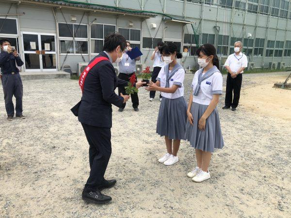 生徒への贈呈